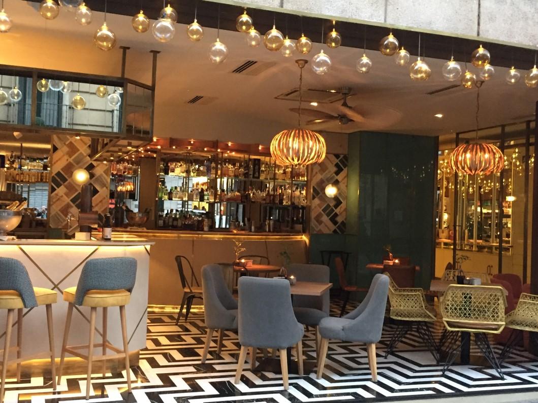Fachada Coctelería Bar Benares