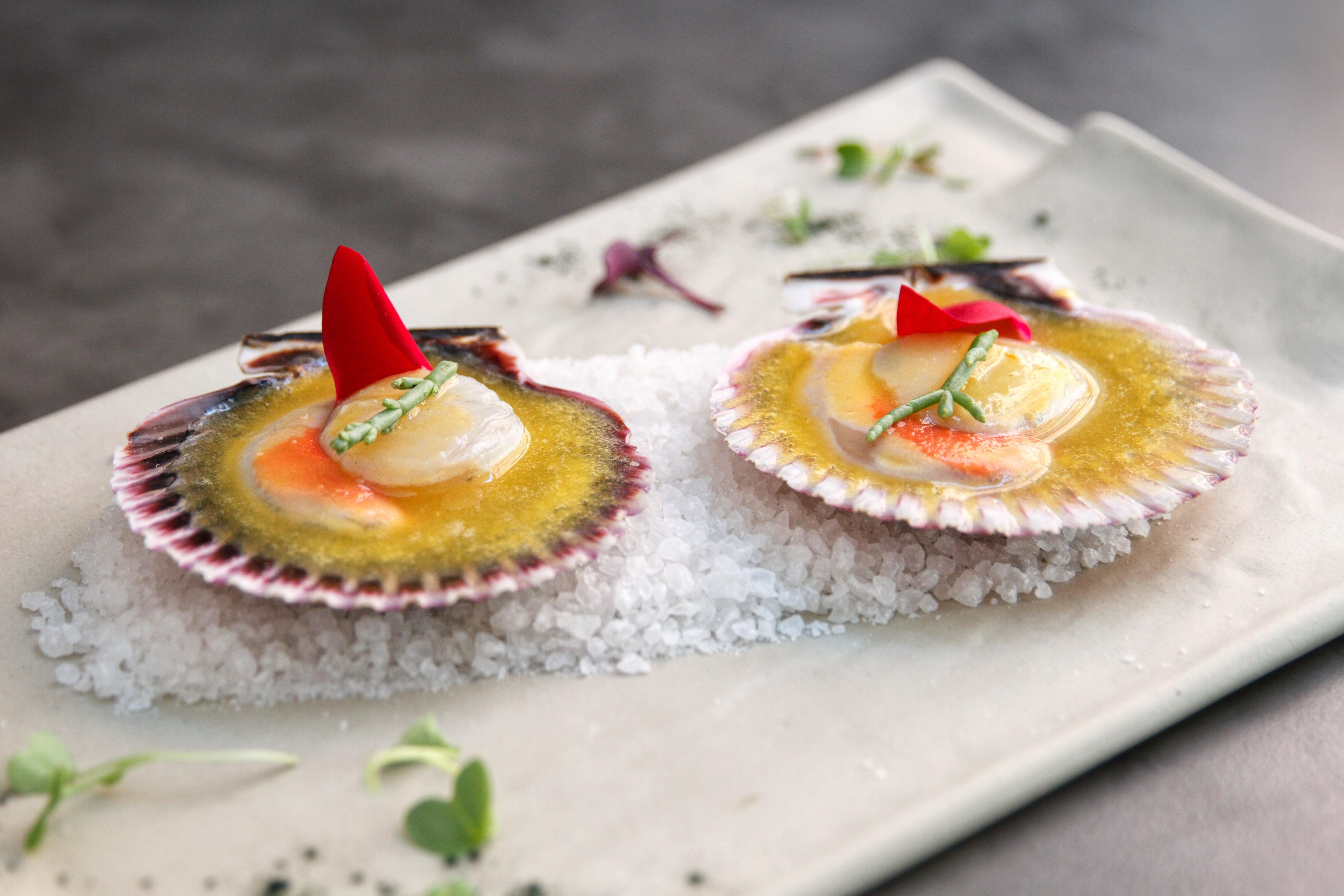 2. Para empezar - Ostión chileno, marinado con ají amarillo, jengibre y lemon grass (1)